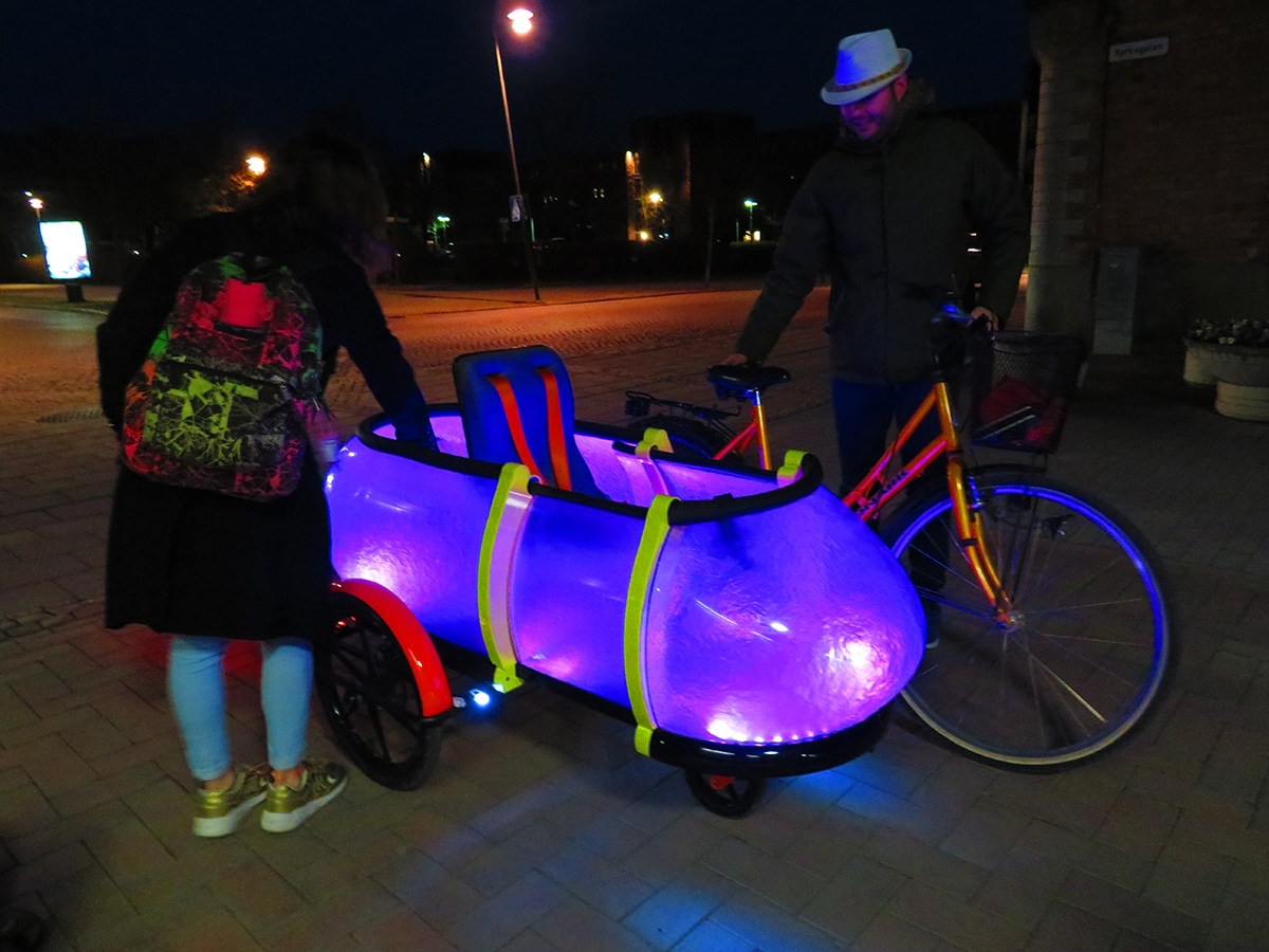 Sidebuddy-LED-Feature-by-Jordi-hans-Design-Consulting-Jonkoping-Sweden, Bicycle trailer, cargo bike innovation, kid trailer, cargobikes, new bike trailer